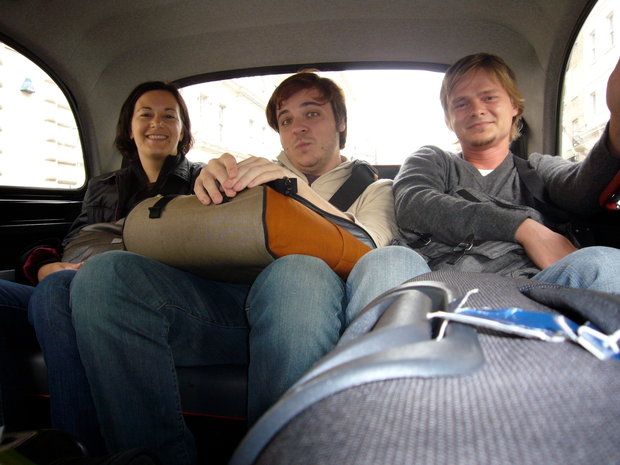 Christina Fiied, Thomas Fuchs, Thomas Pamminger in a UK cab